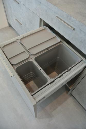 展示品食器棚のSALE 内部公開!_e0122666_15451713.jpg