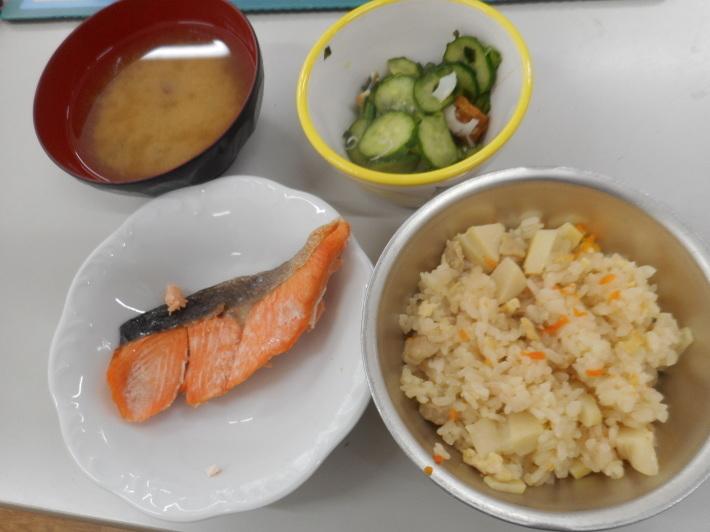 4月23日 本日の給食 タケノコご飯_a0212624_11592005.jpg
