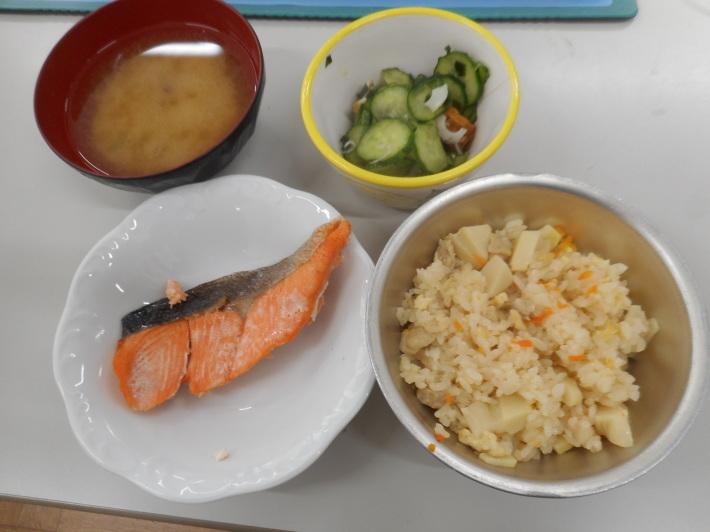 4月23日 本日の給食 タケノコご飯_a0212624_11593005.jpg