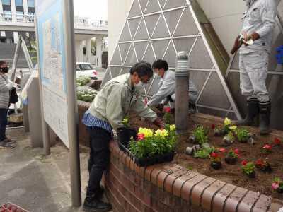 ガーデンふ頭総合案内所前花壇の植替えR3.4.12_d0338682_12351453.jpg