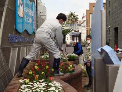 ガーデンふ頭総合案内所前花壇の植替えR3.4.12_d0338682_12380145.jpg