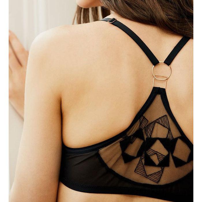 ファッションとランジェリー(3) -背中で魅せる!オープンバックに合うランジェリー_e0219353_05250027.jpg