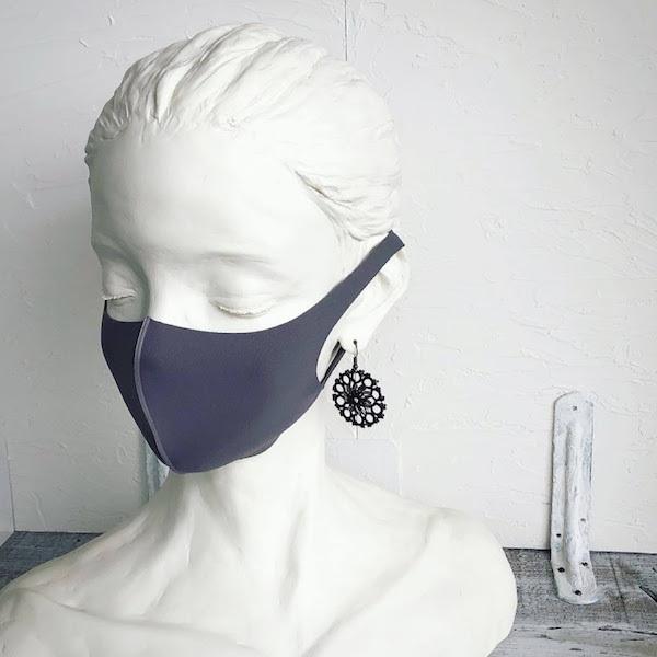 マスクに似合うタティングレースのピアスと緊急事態宣言再び。_f0089355_22175421.jpg