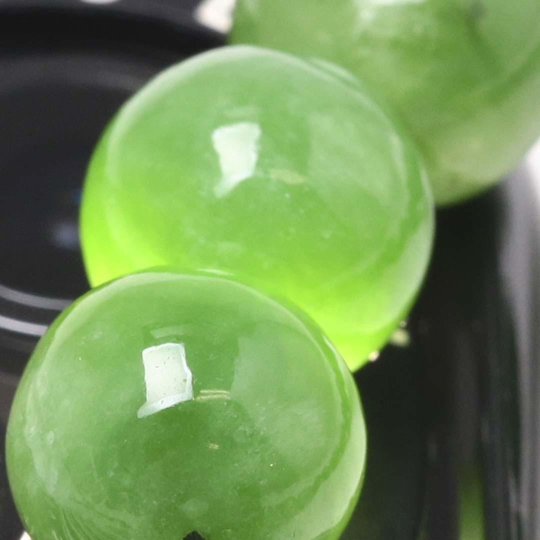 新緑を思わすみずみずしいネフライトのブレスレット_d0303974_19511246.jpg