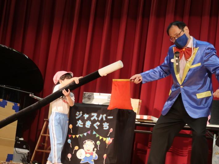 お誕生会に楽しいマジックショー(科学を使った)_a0212624_11542440.jpg