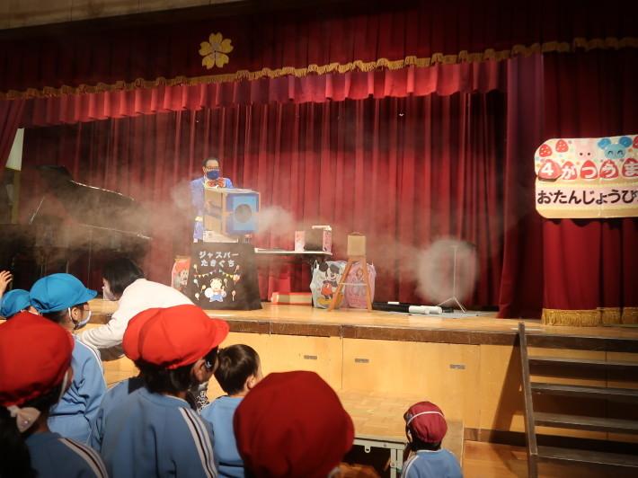お誕生会に楽しいマジックショー(科学を使った)_a0212624_11544687.jpg