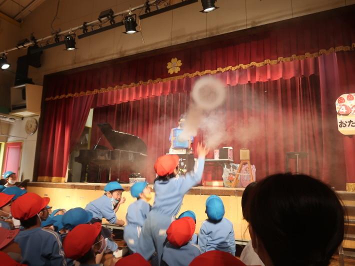 お誕生会に楽しいマジックショー(科学を使った)_a0212624_11545174.jpg
