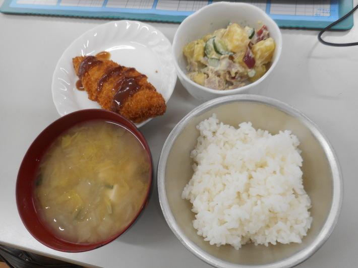 4月27日 本日の給食 白身魚のフライ_a0212624_12322267.jpg