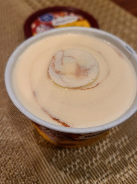 アイスクリーム大好き❤️ハーゲンダッツ 「バニラ&クランチショコラ」_c0124528_22054568.jpg