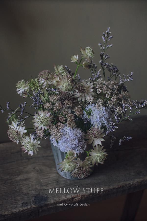 渋色のふわふわ花材を集めたアレンジ_d0124248_20584716.jpg