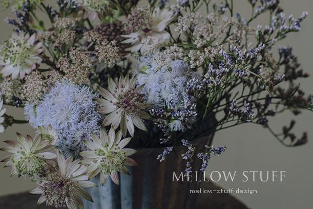 渋色のふわふわ花材を集めたアレンジ_d0124248_21015564.jpg