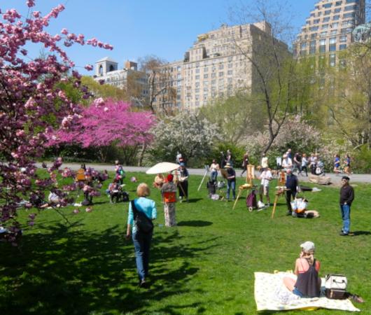 ニューヨークの野外アート・クラス、桜を背景に着物姿の女性を描く_b0007805_03291727.jpg