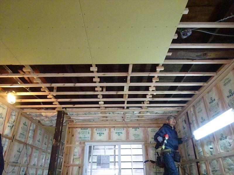八幡町 町家改修工事 進行中!_f0105112_04022339.jpg