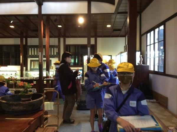 山中小学校:5~6年生(65人)「芭蕉の館」訪問_f0289632_18031474.jpg