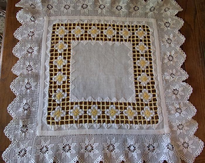 白と黄色の糸が織りなす素敵なクロスです♪_d0127182_16230339.jpg
