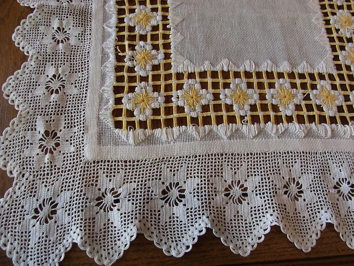 白と黄色の糸が織りなす素敵なクロスです♪_d0127182_16231473.jpg