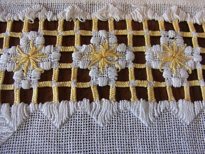 白と黄色の糸が織りなす素敵なクロスです♪_d0127182_16231667.jpg