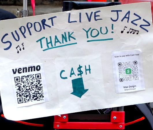 Street Arts会場で見かけたジャズ・バンドの生演奏_b0007805_05173776.jpg