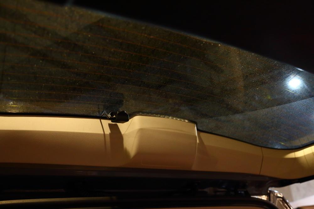 ブラックTJへシートの洗浄作業 デリカへ電装品取り付け_f0105425_18531756.jpg