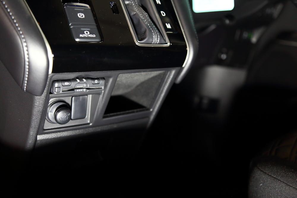 ブラックTJへシートの洗浄作業 デリカへ電装品取り付け_f0105425_18532797.jpg