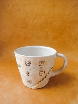 めいポタ 鈴木明美さんの即完売だった白い壁シリーズの新作のマグカップと定番で大人気のマグカップと中皿が超待望の再入荷!!!_b0225561_16321089.jpg