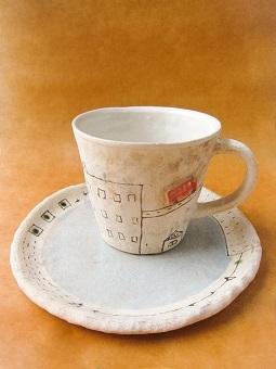 めいポタ 鈴木明美さんの即完売だった白い壁シリーズの新作のマグカップと定番で大人気のマグカップと中皿が超待望の再入荷!!!_b0225561_16321092.jpg