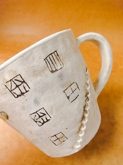 めいポタ 鈴木明美さんの即完売だった白い壁シリーズの新作のマグカップと定番で大人気のマグカップと中皿が超待望の再入荷!!!_b0225561_16321095.jpg