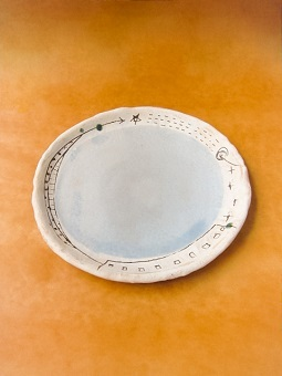 めいポタ 鈴木明美さんの即完売だった白い壁シリーズの新作のマグカップと定番で大人気のマグカップと中皿が超待望の再入荷!!!_b0225561_16321161.jpg