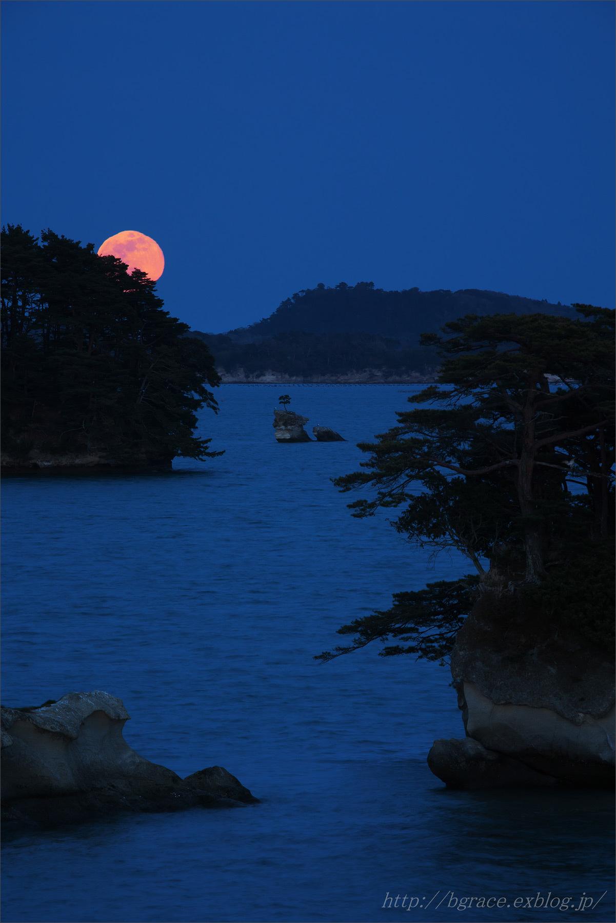 松島の月.1_b0191074_19372000.jpg