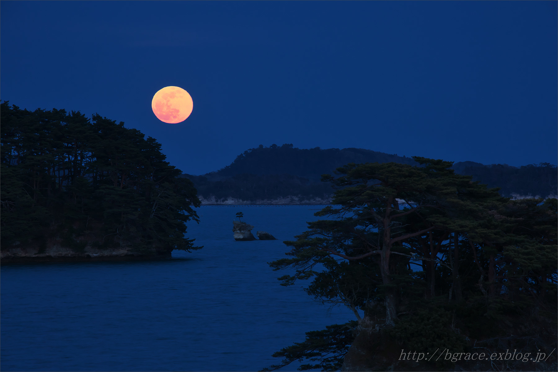松島の月.1_b0191074_19374237.jpg