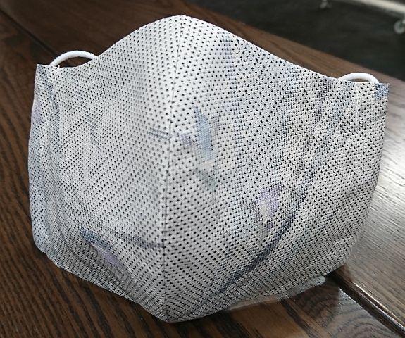 春コーデのおしゃれマスク(白大島紬)_f0001883_15295021.jpg