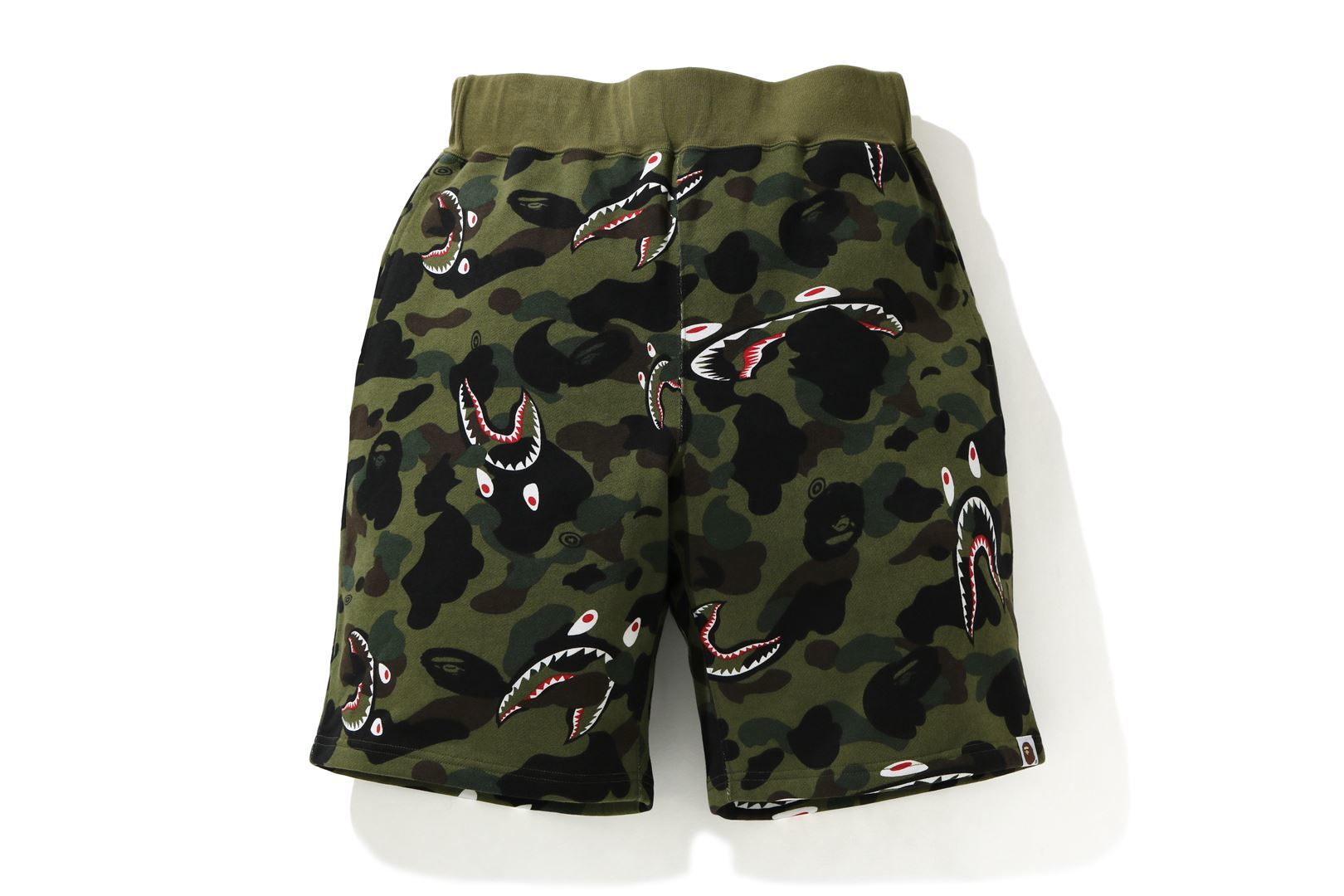SHARK 1ST CAMO WIDE SWEAT SHORTS_a0174495_12370536.jpg