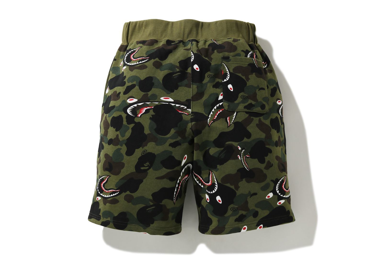 SHARK 1ST CAMO WIDE SWEAT SHORTS_a0174495_12371263.jpg