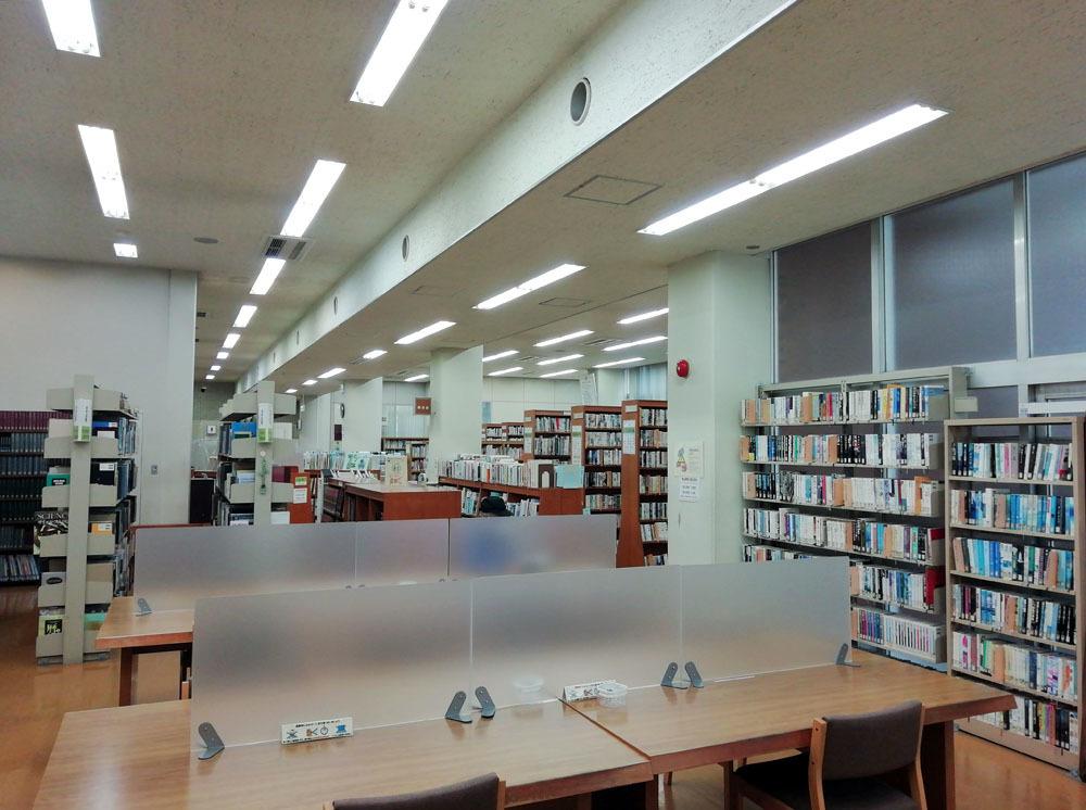 久しぶりの図書館_b0114798_16222047.jpg