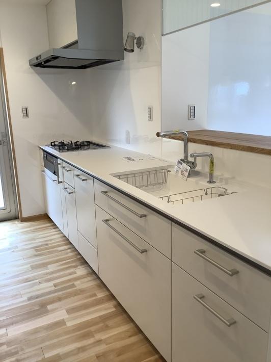 白いキッチン_a0129492_23562324.jpeg