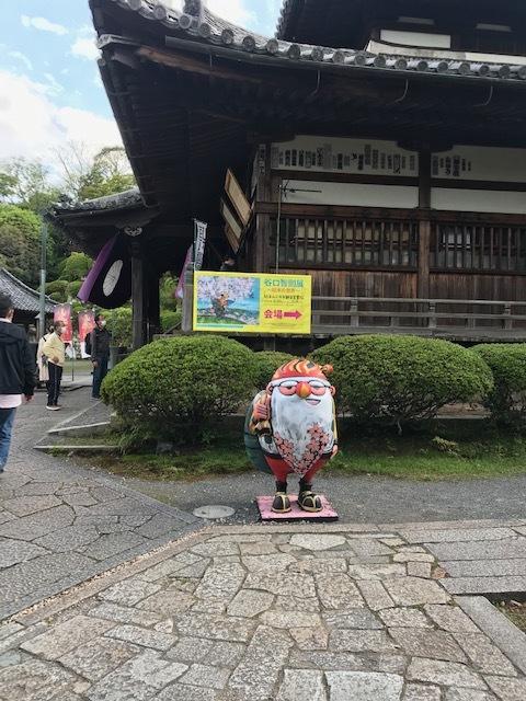 三井寺で開催中の谷口智則展・100にんのサンタクロース_f0181251_17573481.jpg
