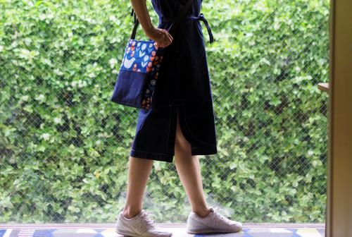 「shoulder bag 」with back pockets_e0243765_13455635.jpg