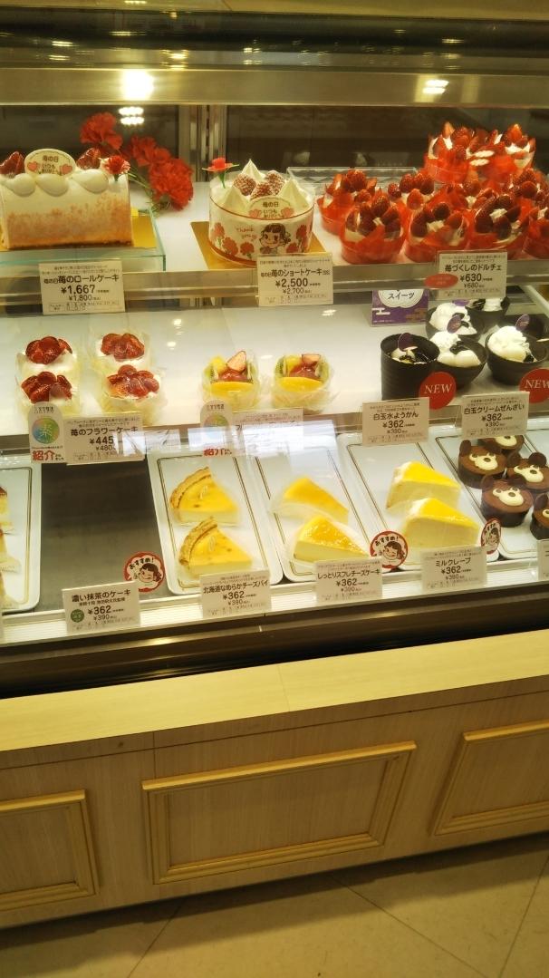 不二家 フィーストタウン塩山店 ケーキ食べ放題_f0076001_22370199.jpg