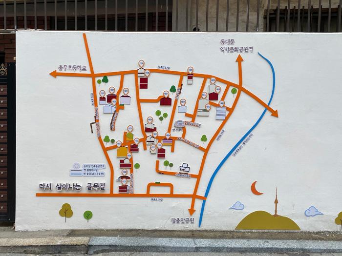 奨忠洞の古い住宅地を歩く_e0160774_12182558.jpg