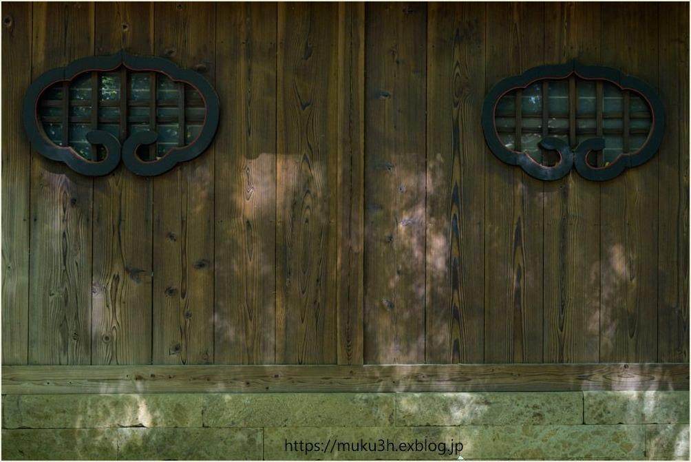 神社の境内_c0124256_15005829.jpg