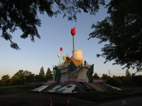 宴の後… 黄昏時のチューリップ公園_f0281398_19094546.jpg