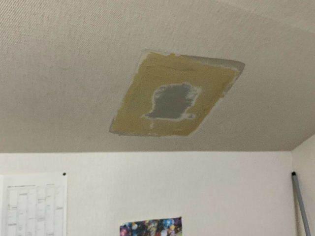 雨漏り天窓修理とクロス修理_f0031037_18393507.jpg