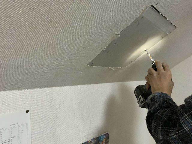 雨漏り天窓修理とクロス修理_f0031037_18394188.jpg