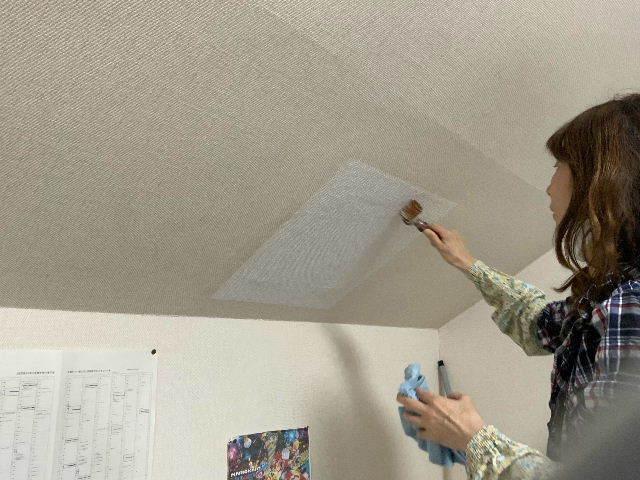 雨漏り天窓修理とクロス修理_f0031037_18425765.jpg