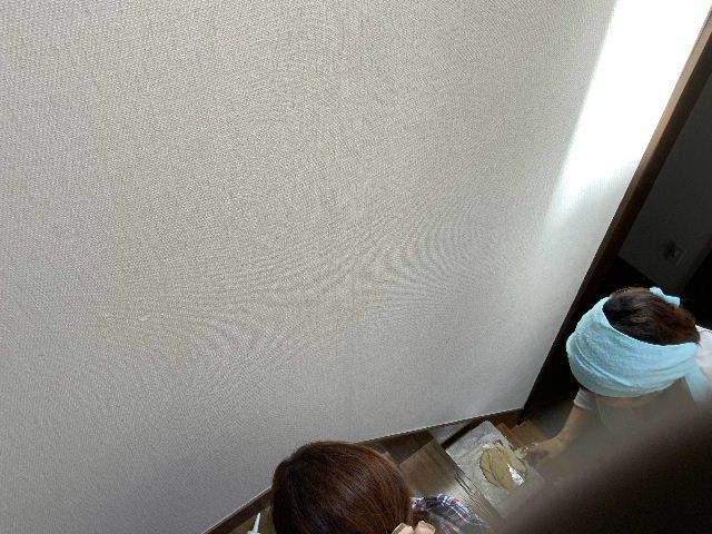 雨漏り天窓修理とクロス修理_f0031037_18435478.jpg
