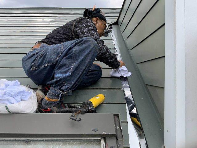 雨漏り天窓修理とクロス修理_f0031037_18472156.jpg
