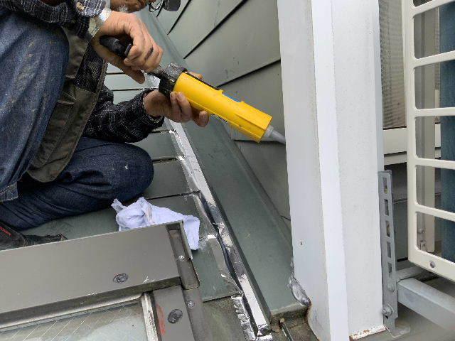 雨漏り天窓修理とクロス修理_f0031037_18472252.jpg