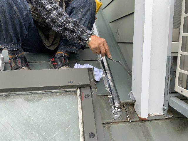 雨漏り天窓修理とクロス修理_f0031037_19120632.jpg