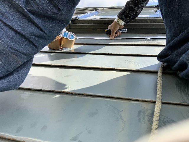 雨漏り天窓修理とクロス修理_f0031037_19123132.jpg