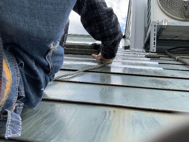雨漏り天窓修理とクロス修理_f0031037_19123258.jpg